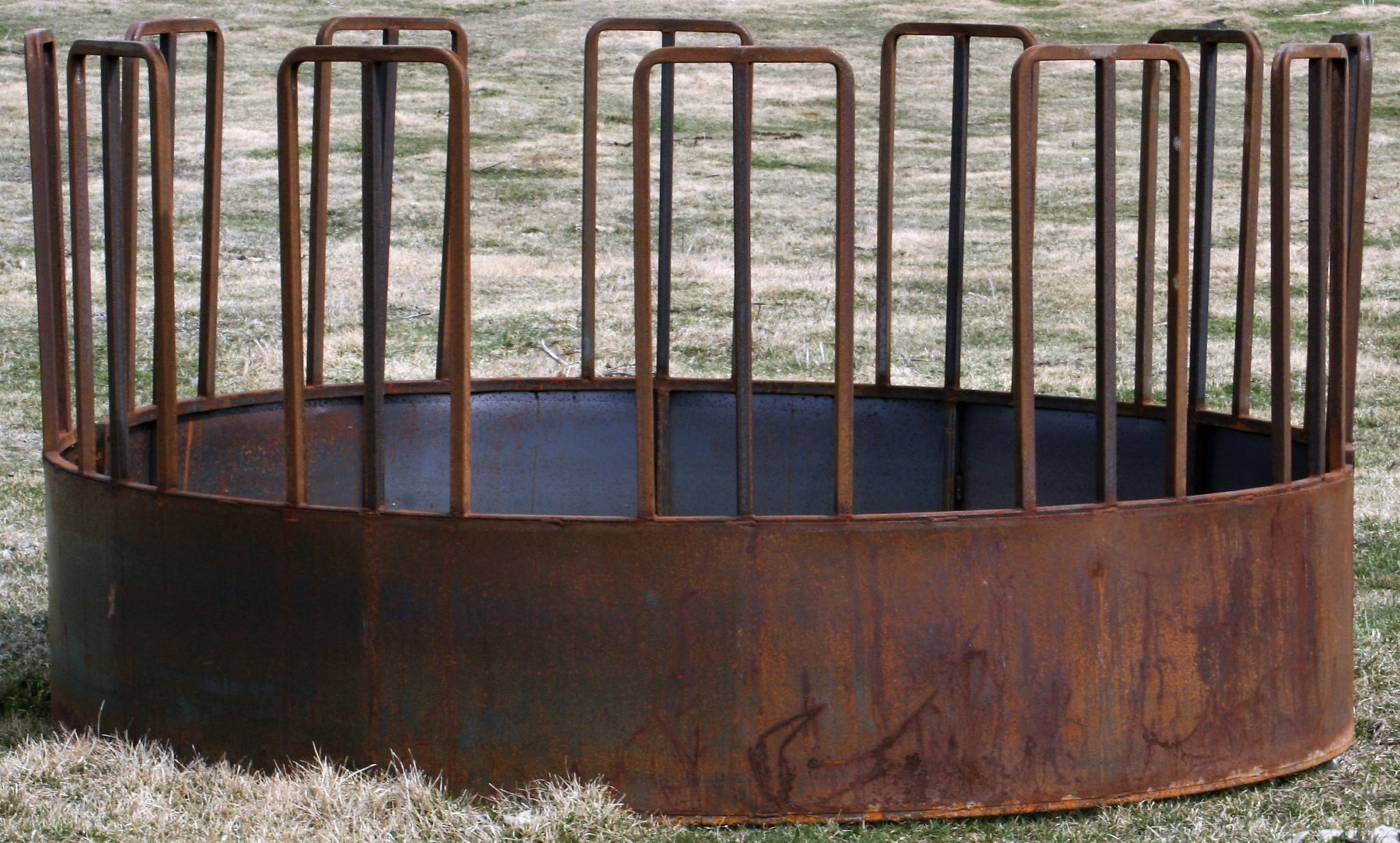 Round Bale Feeders For Cattle and Horses | Tombstone Feeder
